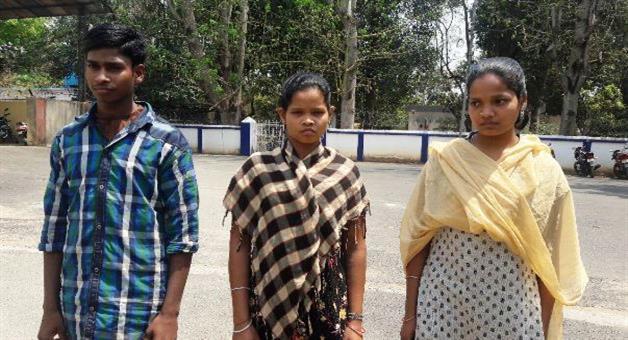 Khabar Odisha:3-Maoists-surrender-in-Malkangiri-Police