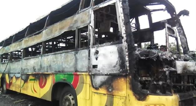 Khabar Odisha: 1-biker-killed-in-road-accident-people-burned-the-bus