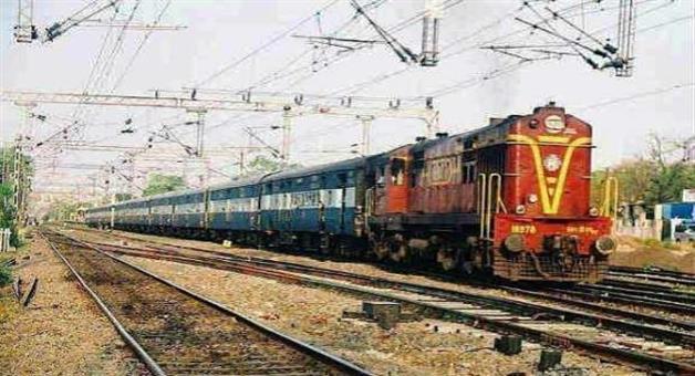 Khabar Odisha:People-Block-The-Train-Line