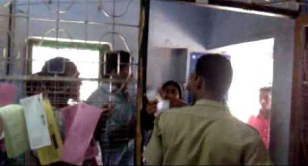 Khabar Odisha:misbehave-to--minority-girl-in-bank-assitant-arrested