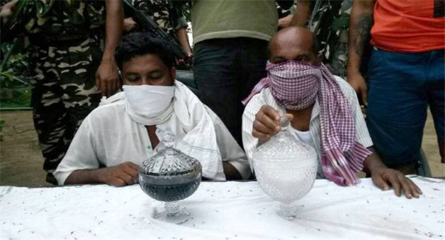 Khabar Odisha:west-bengal-ssb-snake-poison-smuggling-arresting