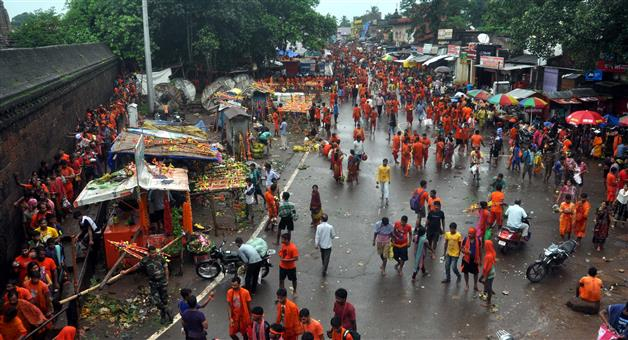 Khabar Odisha:BolBom-Devotees-At-Lingaraj-Temple