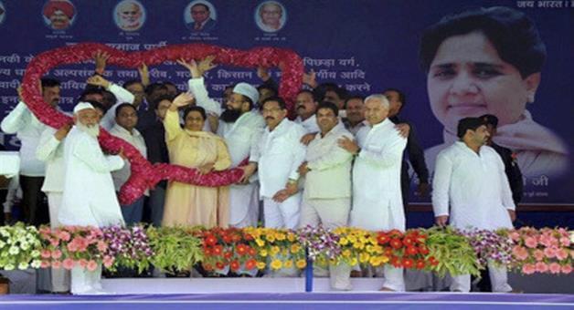 Khabar Odisha:Kin-introduced-at-Mayawati-rally