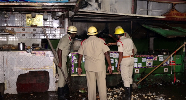 Khabar Odisha:2-shops-charred-to-ashes-in-Bhubaneswar