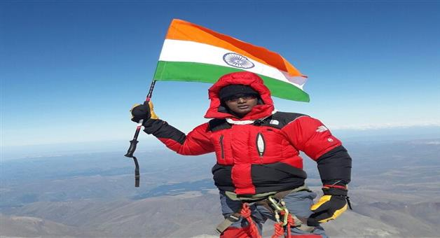 Khabar Odisha:Odia-Mountaineer-Scales-Mount-Elbrus-In-Europe
