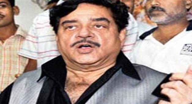 Khabar Odisha:shatrughan-sinha-writes-on-social-media-we-need-to-see-mirror