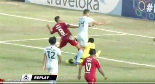 Khabar Odisha:goalkeeper-dies-after-colliding-with-teammate-in-indonesian-super-league