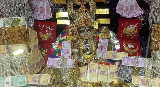 Khabar Odisha:happy-diwali-2017-mahalaxmi-temple-ratlam-madhya-pradesh-prasad-gold-ornaments-rupees