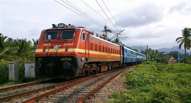Khabar Odisha:11-types-of-horns-and-what-they-mean-in-indian-railways