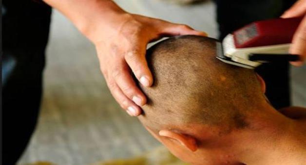 Khabar Odisha:SOG-Jaban-family-shaves-constables-head-over-witch-cruft-Allegation