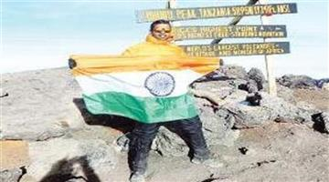 Khabar Odisha:Another-Odia-reach-top-of-the-Kilimanjaro-hills