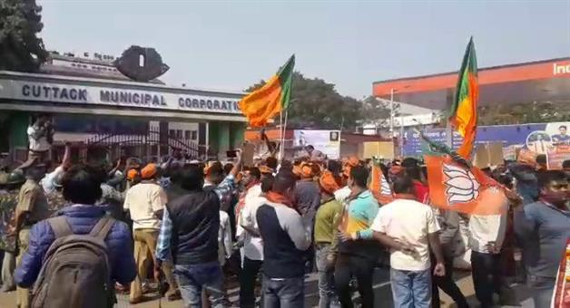 Khabar Odisha:Another-3-bjp-members-arrested-by--purighat-police-in-connection-of-cmc-office-stone-pelting-issue
