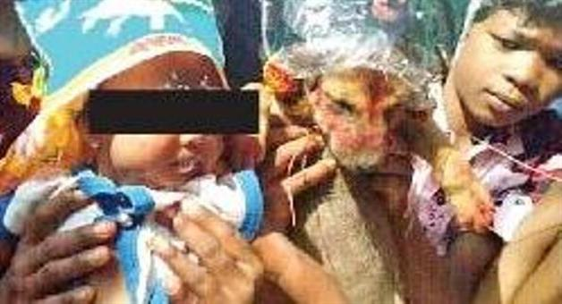 Khabar Odisha:6-Months-old-girl-merry-with-dog