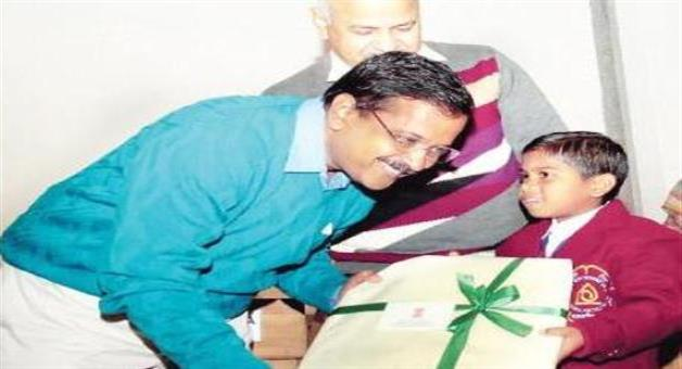 Khabar Odisha:6-years-mamata-felicitated-by-Delhi-CM