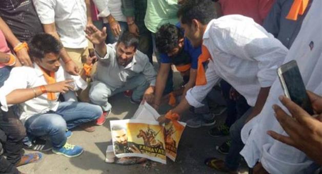 Khabar Odisha:karni-sena-announce-bharat-band-on-25-said-not-interested-to-watch-padmaavat