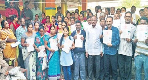 Khabar Odisha:Suryanarayan-give-his-own-purchased-land-to-landless