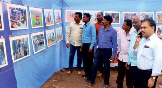 Khabar Odisha:Photo-exhibition-on-bonda-women-in-koraput-weekly-market