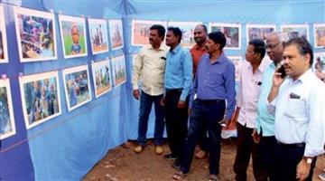 Khabar Odisha:Photo-exhibition-on-bonda-women-in-koraput-weekly-market