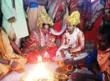 Khabar Odisha:transgender-marry-a-man-in-bbsr