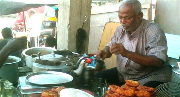 Khabar Odisha:different-personality-of-dprakash-rao-in-morning-sell-tea-and-in-day-teaches