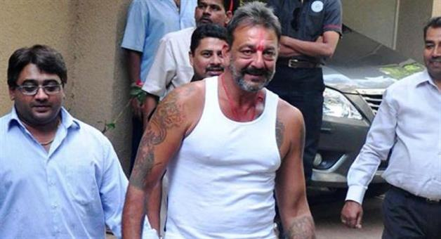 Khabar Odisha:sanjay-dutt-get-hurt-during-an-action-scene-in-bhoomi-set