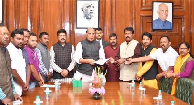 Khabar Odisha:A-delegation-led-by-Dhamendra-Pradhan-met-Union-Home-Minister-Rajanath-Singh