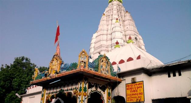 Khabar Odisha:After-3-long-months-the-Ma-Samaleshwari-temple-which-was-opened-for-the-devotees-was-visited-by-devotees-in-the-midst-of-the-Covid-cut-off