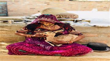 Khabar Odisha:Ajab-khabar-culture-Odisha-bishnoi-woman-breastfeeds-baby-deer-in-jodhpur-this-heartwarming-picture-goes-viral