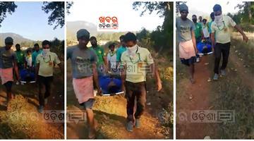 Khabar Odisha:Ambulance-worker-help-to-a-needy-ill-patient