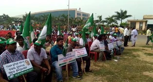 Khabar Odisha:BJD-Strikes-at-Center-PSU-Office