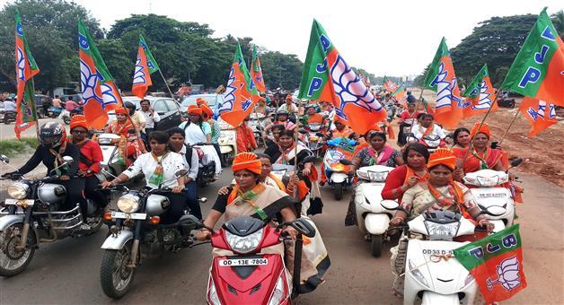 Khabar Odisha:Bike-rally-by-BJP-State-Mahila-Morcha-in-Bhubaneswar