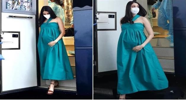 Khabar Odisha:Bollywood-actress-Anushka-Sharma-arrives-on-set-for-seven-months-of-pregnancy