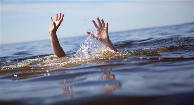Khabar Odisha:Brave-youth-jumps-into-river-to-save-14-year-old-drowning-sister
