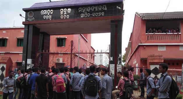 Khabar Odisha:Come-to-road-for-Strikes-Badamba-college