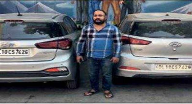 Khabar Odisha:Crime-Delhi-PCR-staff-caught-two-cars-of-the-same-number-in-New-Delhi-arrested