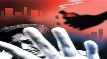 Khabar Odisha:Crime-In-Hapur-of-Uttar-Pradesh-a-young-man-entered-the-house-and-attacked-the-girl-with-acid