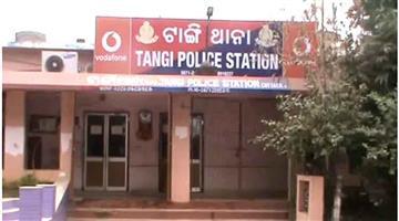 Khabar Odisha:Crime-Odisha-Cigarate-full-Container-Loot