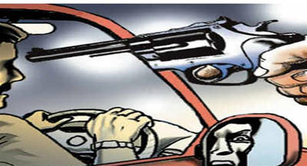Khabar Odisha:Crime-Three-men-rob-car-of-senior-executive-at-gunpoint-in-Noida-FIR-redistricted-by-police