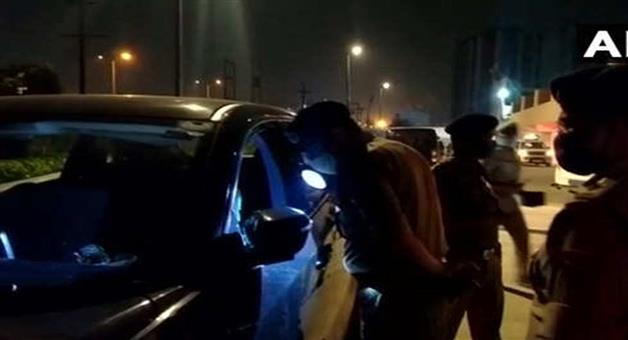 Khabar Odisha:Crime-Two-people-shot-dead-inside-a-residential-society-in-Noida-at-Monday-late-night