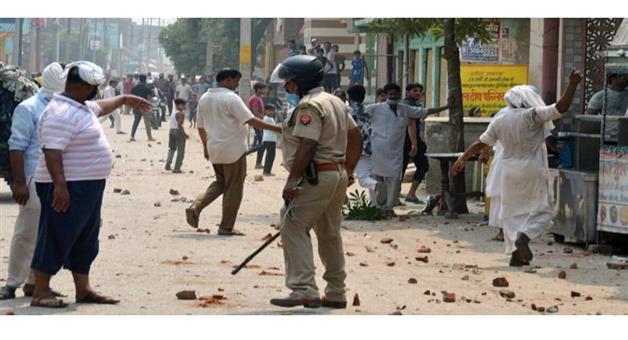 Khabar Odisha:Crime-UP-Fighting-two-group-stone-pelting-Baghpat-of-Uttar-Pradesh-police-force-alert
