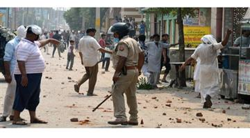 Khabar Odisha:Crime-UP-Fighting-two-group-stone-pelting-Baghpat-of-Uttar-Pradesh-police-force-alert