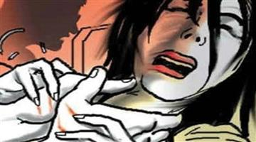 Khabar Odisha:Crime-UP-Four-people-thrown-acid-on-women-who-denied-taking-back-the-rape-case-from-them