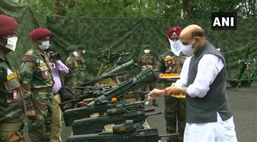 Khabar Odisha:Defense-Minister-worships-weapons-in-Sikkim-for-Vijayadasami-Indian-Army-to-protect-an-inch-of-land-in-the-country