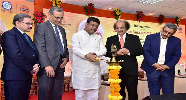 Khabar Odisha:Dharmendra-Pradhan-inaugurates-the-Academic-Session-of-the-1st-Batch-ofICT-Mumbai-Odisha-Campus