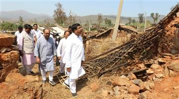Khabar Odisha:Dharmendra-Pradhan-visited-Cyclone-Titli-affected-areas-of-Ganjam--Gajapati-District