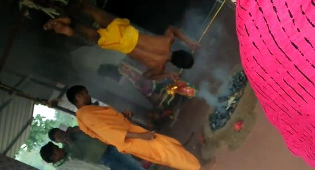 Khabar Odisha:Dibyang-priest-hung-upside-down--being-burnt-during-a-secret-ritual