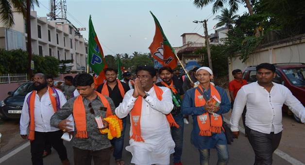 Khabar Odisha:Elecation-odisha-bomb-attack-on-bjp-mla-candides-rally-in-bhubaneswar