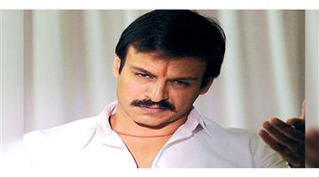 Khabar Odisha:Entertainment--Vivek-Oberoi-epic-reaction-to-Mumbai-police-issuing-challan-for-riding-bike-without-helmet-mask