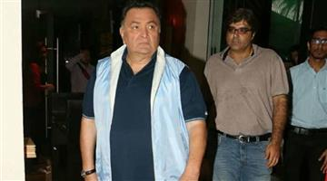 Khabar Odisha:Entertainment-Bollywood-actor-Rishi-Kapoor-admitted-in-privet-hospital-due-to-cancer-treatment
