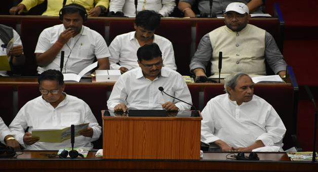 Khabar Odisha:FM-Niranjan-Pujari-Presents-State-Budget-In-Assembly